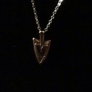 Jewelry - fasbe silver arrowhead w/chain